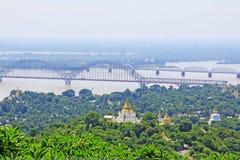 Pagode della collina di Sagaing e fiume di Irrawaddy, Sagaing, Myanmar fotografie stock