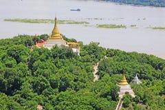 Pagode della collina di Sagaing e fiume di Irrawaddy, Sagaing, Myanmar immagine stock libera da diritti