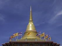 Pagode do ouro em Wat Bang Phli Yai Nai Fotografia de Stock