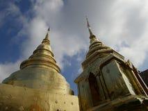 Pagode dorate al tempio di Phra Singh in Chiang Mai fotografie stock libere da diritti