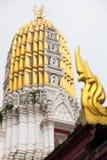 Pagode dourado com Kanok Imagem de Stock Royalty Free
