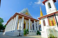 Pagode dourado e arquitetura tailandesa da arte em Wat Bovoranives, Banguecoque, Tailândia Fotografia de Stock