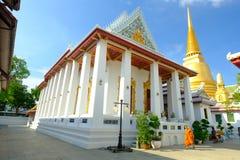 Pagode dourado e arquitetura tailandesa da arte em Wat Bovoranives, Banguecoque, Tailândia Imagem de Stock Royalty Free
