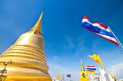 Pagode dourado em Tailândia Imagens de Stock