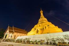 Pagode dourado em Wat Phra Borommathat Fotografia de Stock Royalty Free