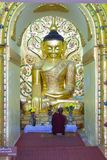 Pagode dourado, no lago Inle, Myanmar Fotos de Stock
