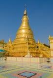 Pagode dourado no monte de Sagaing, Myanmar Imagem de Stock
