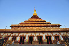 Pagode dourado no templo de Wat Nong Wang, Khonkaen Tailândia Fotos de Stock Royalty Free