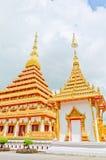 Pagode dourado no templo tailandês Fotografia de Stock