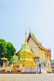 Pagode dourado no templo tailandês, Khonkaen Fotografia de Stock Royalty Free