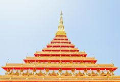 Pagode dourado no templo tailandês, Khonkaen Tailândia Fotos de Stock Royalty Free