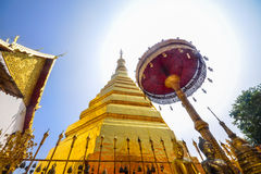 Pagode dourado, Wat Phra That Cho Hae Foto de Stock Royalty Free