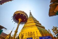 Pagode dourado, Wat Phra That Cho Hae Fotografia de Stock Royalty Free