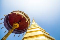 Pagode dourado, Wat Phra That Cho Hae Imagens de Stock Royalty Free
