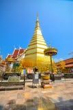Pagode dourado, Wat Phra That Cho Hae (o templo real), Tailândia Imagens de Stock Royalty Free