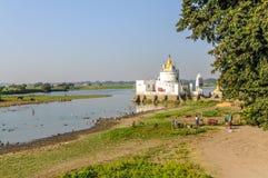 Pagode em Tuang Tha Nan Inn Lake fotos de stock