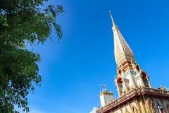 Pagode em Wat Chalong, província de Phuket, Tailândia foto de stock