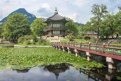 Pagode en park bij Gyeongbokgung-Paleis Royalty-vrije Stock Fotografie