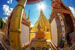 Pagode en sunstar in de tempel van Thailand Stock Foto