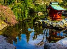 Pagode im Teich II Lizenzfreies Stockfoto