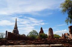 Pagode met blauwe hemel in Ayutthaya, Thailand Stock Foto's