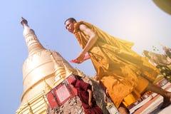 Pagode Myanmar ou Burma de Shwe Maw Daw da monge Imagem de Stock Royalty Free