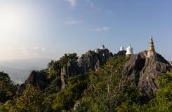 Pagode na parte superior da montanha em Ásia Foto de Stock Royalty Free