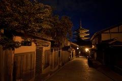Pagode nachts lizenzfreie stockfotografie