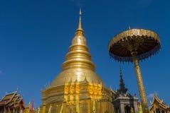Pagode no templo de Prathat Hariphunchai na província de Lamphun, Thail Fotografia de Stock