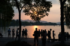 Pagode ocidental do silouhette do por do sol do lago Hangzhou Fotos de Stock Royalty Free