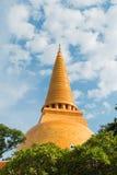 Pagode tailandês com céu azul Imagens de Stock Royalty Free