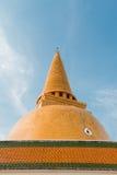 Pagode tailandês com céu azul foto de stock royalty free