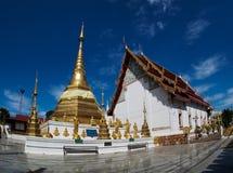 Pagode tailandês do ouro Fotos de Stock Royalty Free