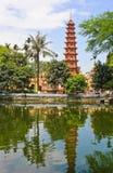 Pagode Tran Quoc des Tempels mit Reflexion lizenzfreies stockfoto