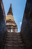 Pagode und Buddha-Status bei Wat Yai Chaimongkol Stockbild