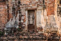 Pagode und Buddha-Status bei Wat Yai Chaimongkol lizenzfreie stockfotos