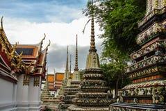 Pagoden är i Wat Pho Bangkok Thailand Arkivbilder