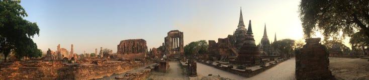 Pagoden av den gamla templet på det Ayuthaya landskapet som är historisk parkerar Thailand Royaltyfria Bilder