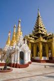 Pagoden des Shwedagon Komplexes Stockbild