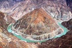 Pagoden und Schneeberge in Tibet Stockbild