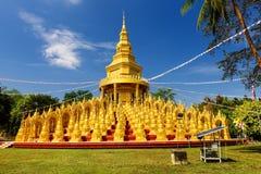 500 pagodes dourados, Saraburi Fotos de Stock Royalty Free