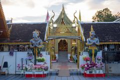 Pagodowa stupa przy Wat-Pratatdoikham świątyni imieniem zdjęcia stock