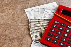 Pagos de impuestos calculadores Imagenes de archivo