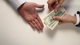 Pague o débito - o dólar - video estoque
