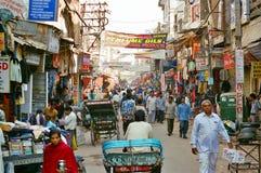 Paharganj den huvudsakliga bazaren av New Delhi, Indien Arkivfoto