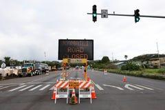 Pahoa, Havaí, Estados Unidos, o 5 de junho de 2018: Devido a uma erupção vulcânica da estrada fechado de Kilauea do vulcão em Pah fotos de stock