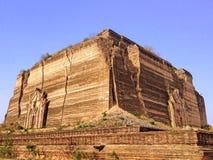 Pahtodawgyi塔的废墟 免版税库存图片