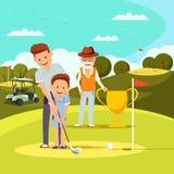 Pai alegre Teaching Little Boy para jogar o golfe ilustração stock