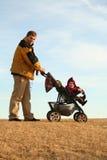 Pai com carrinho de criança Fotografia de Stock Royalty Free
