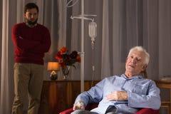 Pai com doença de Alzheimer Fotos de Stock Royalty Free
